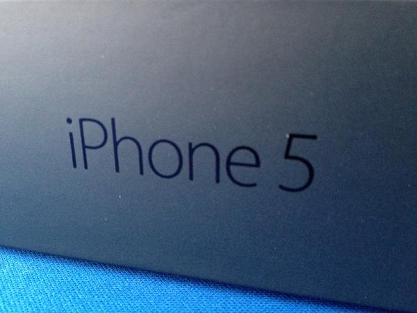 iPhone 5がやってきたので開封の儀を執り行いました!