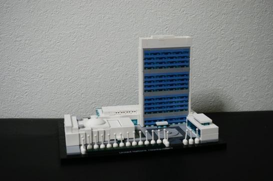 LEGO: 21018 United Nations Headquarters を組みました。ブルーが映えるオススメのセットです