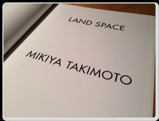 瀧本幹也氏の写真集 LAND SPACE はページをめくるたびに迫力で息をするのを忘れてしまいそうになる