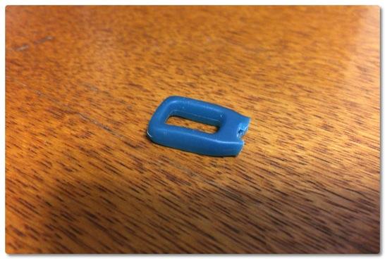 お気に入りのTHULEのバックパックのファスナータブがちぎれました、結構もろいので気をつけて使った方がイイです