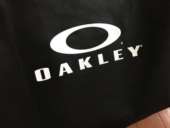 新しいバックパックは一目惚れしたオークレーに