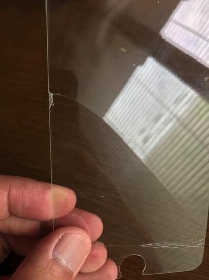 iPhone用の強化ガラスフィルムも割れるのですね