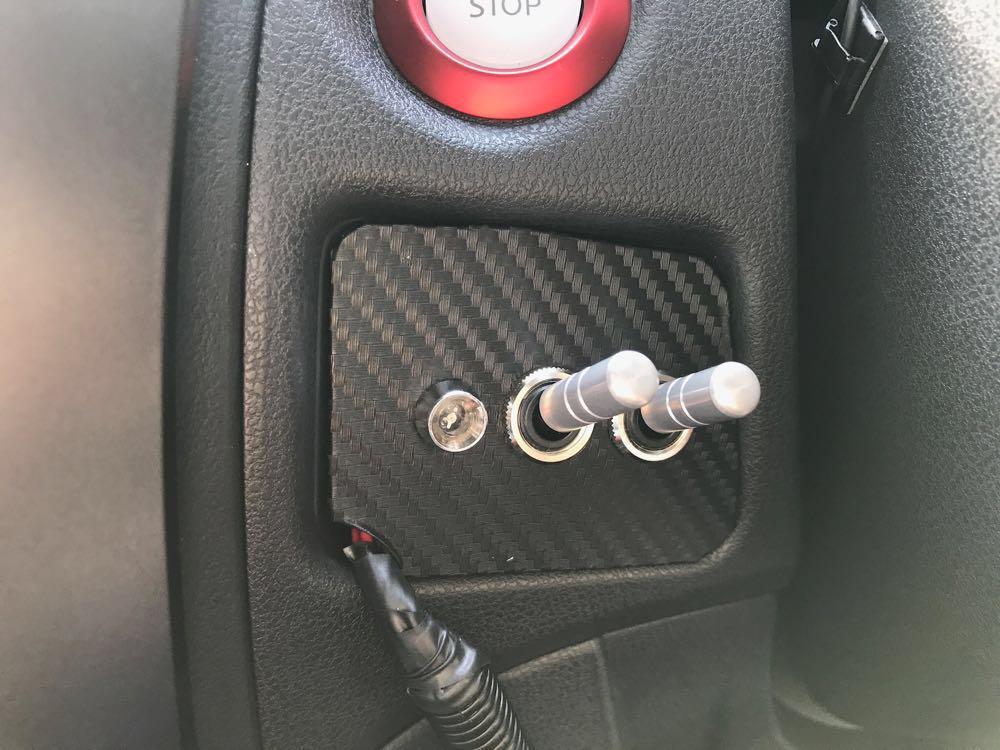 車のアクセサリ用スイッチなどを設置するためのスイッチベースを自作しました