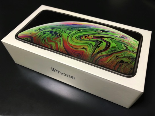 iPhone XS Max 開封! 最初にやるのは保護フィルムの貼り付け、このフィルムお勧めです