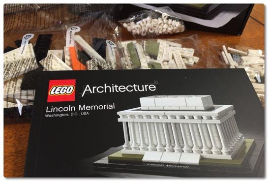 LEGO: 21022 リンカーン記念館は小振りなアーキテクチャですが、高密度で可愛らしいセットです